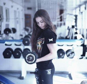 girl-in-the-gym-1391368_1280